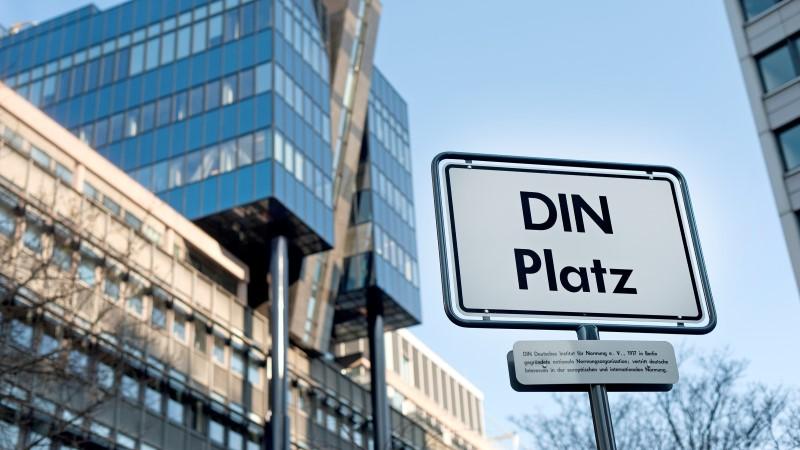 DIN-Platz, Wissen über DIN Normung, Entstehung, Internationalität, Zement, Gesteinskörnung, Beton