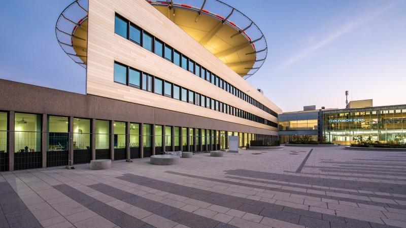 Außenanlage_Gehwegplatten_Chirurgische_Klinik_Heidelberg_Lithonplus